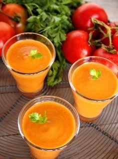 Sopa fria de tomate e pimento vermelho assado