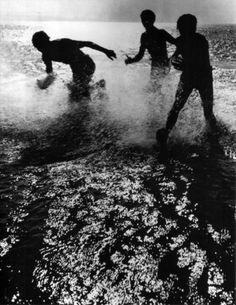 Herbert List, Modern Photography, Black And White Photography, Street Photography, Moma, Dying Of The Light, Sunny Beach, Magnum Photos, Great Photos