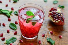 Darf auf keiner Party fehlen: Acai-Granatapfel-Cocktail mit frischer Minze #alkoholfrei #nu3