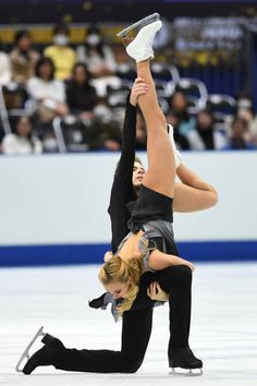 Victoria Sinitsina and Nikita Katsalapov of Russia compete in the Ice dace free dance during the ISU Grand Prix of Figure Skating at Osaka municipal. Figure Ice Skates, Figure Skating, Ice Skating Pictures, Ice Skaters, Ice Princess, Roller Skating, Leotards, Grand Prix, Athletes