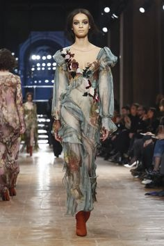 Watch the livestream of the Alberta Ferretti show ready-to-wear collection Fall/Winter 2017 from Milan.