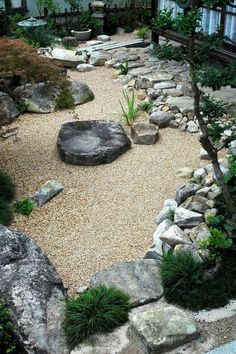 Stunning 70 Gorgeous Front Yard Rock Garden Landscaping Ideas https://crowdecor.com/70-gorgeous-front-yard-rock-garden-landscaping-ideas/