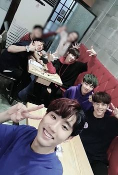 STRAY KIDS - *remembers that he went through rough times* Me: Cute Babies, Baby Kids, Fandom Kpop, Kids Background, Stray Kids Seungmin, Boys Are Stupid, Kid Memes, Lee Know, Boyfriend Material