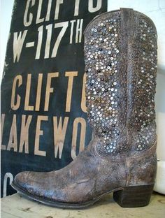 I don't like lots of glitter or sequence that much.. Only in certain things especially with my boots. But oh my(:
