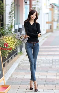 Korean fashion and sexy jeans. pin by damon ramsey on elegant chinese perfection in 2019 Korean Fashion Winter, Korean Street Fashion, Asian Fashion, Girl Fashion, Fashion Women, Chinese Fashion, Jeans Fashion, Fashion 2020, Sexy Jeans