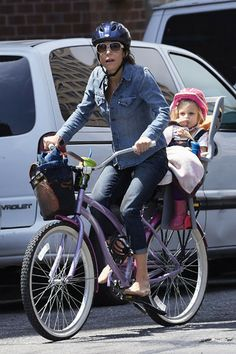 Bethenny Frankel takes her daughter Bryn for a bike ride in Tribeca. Celebrity Fitness, Celebrity Workout, Radar Online, Bethenny Frankel, Celebs, Celebrities, Stay Fit, In Hollywood, Baby Strollers
