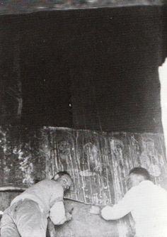 Griaule et Roux démarouflant le mur sud © MQB 1998-22536-41 Michel Leiris, Critique D'art, Art Français, Ideas, Red Heads, Thoughts