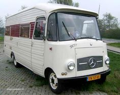Oldtimer motorhome Antique Mercedes - Cars and motor Mercedes Camper, Mercedes Sprinter, Vintage Rv, Vintage Trailers, Tiny Trailers, Vintage Campers, Vintage Stuff, Camper Caravan, Truck Camper