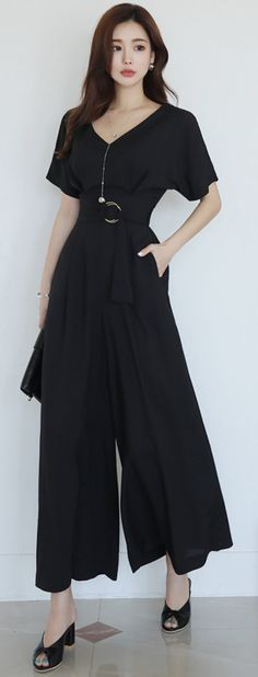StyleOnme_V-Neck Wide Leg Jumpsuit #black #jumpsuit #feminine #koreanfashion #kstyle #kfashion #springtrend #dailylook Skirt Outfits, Fall Outfits, Fashion Outfits, Womens Fashion, Korea Fashion, Classic Outfits, All About Fashion, Dress Codes, Asian Beauty