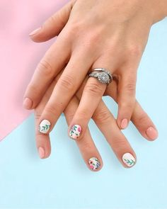 25 Charming Short Round Nail Designs with Perfect Color You Will Love - Nail Art Flowers Designs, Round Nail Designs, Green Nail Designs, Art Designs, Peach Nail Art, Peach Nails, Pastel Nails, Shiny Nails, Love Nails
