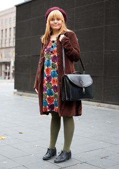 Melissa - Hel Looks - Street Style from Helsinki Street Style Blog, Looks Street Style, Spring Street Style, Green Tights, Colored Tights, Vintage Street Fashion, Quirky Fashion, Hipster Looks, Big Photo