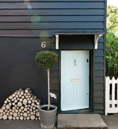 Farrow & Ball : House in Off-Black, door in Blue Ground and fence in Wimborne White