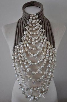 Wouldn't this be amazing with a long black strapless dress for a fancy party? Delores de Jong necklace for the haute couture fashion show by Mart Visser, The collier is made of white baroque pearls and suede. Jewelry Accessories, Fashion Accessories, Fashion Jewelry, Jewelry Design, Fashion Necklace, Diy Schmuck, Schmuck Design, Jewelery, Jewelry Necklaces