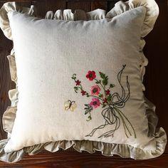 -2017/04/07 수 놓아서  창가에 걸어두다가 프릴 달린 쿠션으로 만들어봤어요~ . . . . . By Alley's home #embroidery#knitting#crochet#crossstitch#homemade#homedecor#needlework#antique#vintage#flower#silkribbonembroidery#프랑스자수#진해프랑스자수#창원프랑스자수#마산프랑스자수#리본자수#꽃자수#자수타그램#실크리본자수#창원프랑스자수_앨리의프랑스자수리본자수#진해프랑스자수_앨리의프랑스자수리본자수#앨리의프랑스자수#자수소품#손자수#리본자수수업#꽃다발자수#창원프랑스자수수업#자수쿠션#프릴쿠션