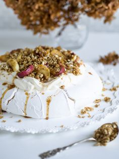 Täydellinen Pavlova - Omenaunelma | Annin Uunissa Pavlova, Food N, Food And Drink, Just Eat It, Gluten Free Baking, No Bake Desserts, Panna Cotta, Deserts, Goodies