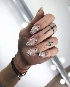 Semi-permanent varnish, false nails, patches: which manicure to choose? - My Nails Rose Gold Nails, Matte Nails, Gradient Nails, Acrylic Nails, Coffin Nails, Holographic Nails Acrylic, Gold Gradient, Ombre Nail, Black Nails