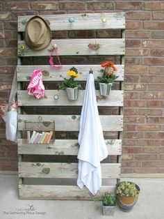 outdoorpallet  upcycle   towelrack