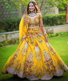 It's time to ditch the age-old traditional red lehenga and go for lehenga colours that express your individuality! Mehendi Outfits, Indian Bridal Outfits, Indian Bridal Fashion, Indian Bridal Wear, Indian Bridal Couture, Sangeet Outfit, Indian Gowns Dresses, Indian Fashion Dresses, Dress Indian Style