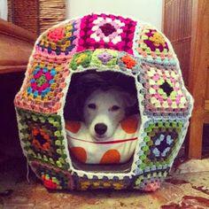 Nunca imaginei que o crochê/tricô tivesse tantas formas de serem usadas, ainda mais na decoração. Fiquei tão encantada com a paradinha ...