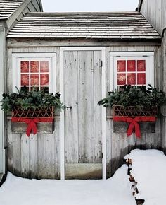 PHOTO INSPIRATION Lattice-Fence and Evergreen Window Boxes Lattice-weave baskets tied with red ribbons overflow with evergreen boughs and holly branches. How to Make the Lattice-Fence and Evergreen Window Boxes Christmas Window Boxes, Noel Christmas, Christmas Is Coming, Country Christmas, Outdoor Christmas, All Things Christmas, Winter Christmas, Beach Christmas, Cottage Christmas