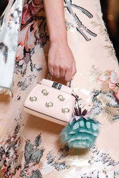 Fendi - Spring 2017 Ready-to-Wear. bag, сумки модные брендовые, bags lovers, http://bags-lovers.livejournal