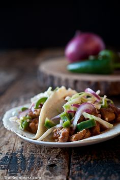 Slow Cooker Chicken Beer Tacos with Jalapeño Slaw // yummy for game day and lazy weekends, let guests and family serve themselves, only 5 minutes of prep via The Beeroness #superbowl #crockpot #comfort