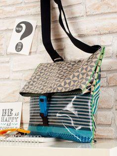 Wir zeigen euch, wie man eine tolle Tasche aus raffiniertem Wachstuch näht. Modell auch für Nähanfänger geeignet.