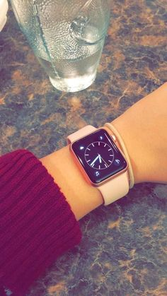 Apple Watch - Applewatch - Ideas of Applewatch - Apple Watch Apple Watch Series 3, Apple Watch Bands, Teenage Girl Photography, Tumblr Photography, Girly Dp, Apple Watch Fashion, Rose Gold Apple Watch, Apple Watch Accessories, Cool Girl Pictures