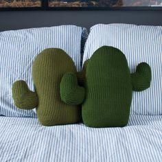 Cuscino a maglia Cactus di ThornAndNeedle su Etsy