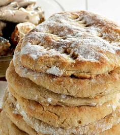 Vaivattomat perunarieskat Vegan Breakfast Recipes, Brunch Recipes, Joko, Some Recipe, Apple Pie, Bread, Baking, Easy, Desserts
