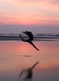Beach hacks, beach tips, ballet photography, beach photography, photography Dance Picture Poses, Dance Photo Shoot, Dance Poses, Dance Pictures, Beach Pictures, Acro Dance, Yoga Poses, Dance Photography Poses, Gymnastics Photography