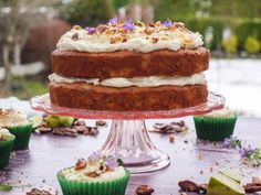 Hummingbird Cake Recipe Legend of the Hummingbird Cake A Victorian cake recipe that is truly exceptional. The perfect cake to take to gatherings…it's easy, freezes well serves many. Hummingbird Cake Recipes, Hummingbird Food, Victorian Cakes, Baked Peach, Salty Cake, Cake Flavors, Easy Cake Recipes, Savoury Cake, Original Recipe