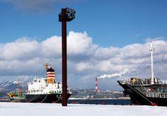 室蘭港雪・船