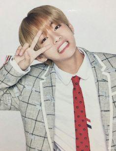 bts, v, and taehyung image V Bts Cute, V Cute, Billboard Music Awards, Bts Boys, Bts Bangtan Boy, Kpop, V Smile, Frases Bts, Bts Kim