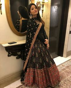Pin by hiba hussain ⭐ ⭐ on indian fashion outfits! in 2019 индийский стиль Indian Wedding Outfits, Pakistani Outfits, Indian Outfits, Pakistani Couture, Indian Couture, Indian Clothes, Bridal Outfits, Dress Indian Style, Indian Dresses