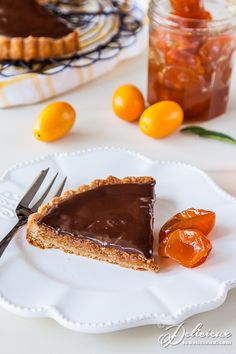 Almond, chocolate and cumquat tart with candied cumquats Kumquat Recipes, Orange Recipes, Tart Recipes, Gourmet Recipes, Sweet Recipes, Almond Chocolate, Chocolate Sweets, Chocolate Recipes, No Bake Desserts