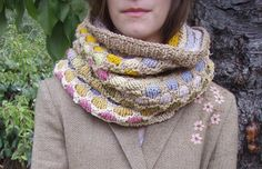 FREE knit cowl pattern - available on Craftsy!