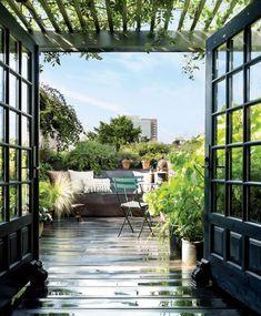Apartment rooftop garden / courtyard