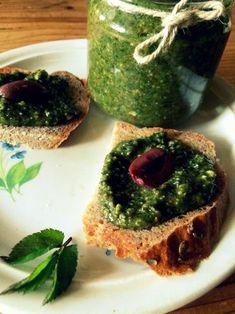 Pesto z bršlice Korn, Avocado Toast, Pesto, Food And Drink, Pudding, Herbs, Breakfast, Desserts, Style