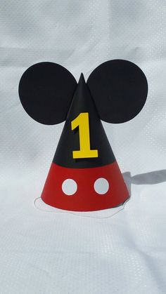 Sombrero fiesta Mickey Mouse por DaydreamsAndMoonbeam en Etsy