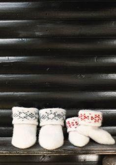 Ravelry: Felted Snowflake Socks pattern by Olaug Beate Bjelland Kids Knitting Patterns, Knitting For Kids, Knitting Needles, Knitting Yarn, Warm Socks, Felted Slippers, Snowflake Pattern, Slipper Boots, Knitting Videos