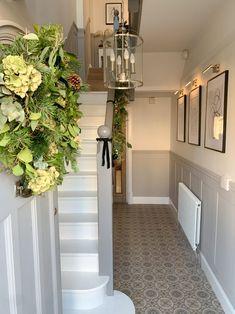 Entrance Hall Decor, Hallway Ideas Entrance Narrow, Entryway Decor, Modern Hallway, Tiled Hallway, Bungalow Hallway Ideas, Front Hall Decor, Stairs And Hallway Ideas, Hallway Paint