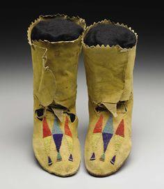 A PAIR OF MANDAN/HIDATSA BEADED HIDE MOCCASINS. . c. 1890. | Lot #77216 | Heritage Auctions