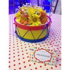 """Anne Oliveira no Instagram: """"E as plaquinhas de mesa foram parar nessa composição mega legal junto com os centros de mesa lindooos da @grasseflores regram @kiaravieiramartinsdecor Os centrinhos de mesa! @grasseflores ❤️"""""""