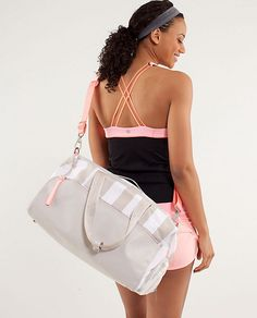 lululemon yoga on the run duffel in canvas. Lululemon Gifts, Lululemon Bags, Workout Attire, Workout Gear, Purses And Bags, Women's Bags, Lululemon Athletica, Active Wear, Yoga