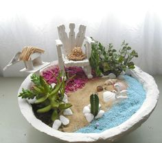 MiNiaTuRe GaRDeN Miniature Zen Garden, Fairy Garden Pots, Mini Fairy Garden, Fairy Garden Houses, Mini Terrarium, Succulent Terrarium, Little Gardens, Small Gardens, Types Of Succulents