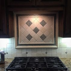 Finished product. #kitchen #backsplash #tumbledtravertine #travertine #mosaics #pictureframe #remodel #kitchenremodel #tile #tiledesign #design #interiordesign #dallasdesign #dallastx #customehome by edkomarbleandtile