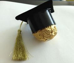 Chocolate Graduation Favor - 10 Creative Graduation Party Favor Ideas, http://hative.com/creative-graduation-party-favor-ideas/,