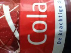Schreefloze letters, letter C is een hoofdletter de rest zijn kleine letters, letters staan rechtop.