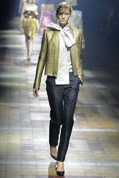 Lanvin RTW Spring 2014 - Slideshow Like jacket simplicity, narrow sleeve and fabric texture.